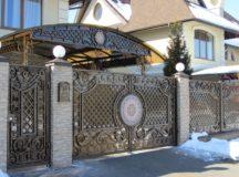Кованный забор — вековые традиции и срок службы
